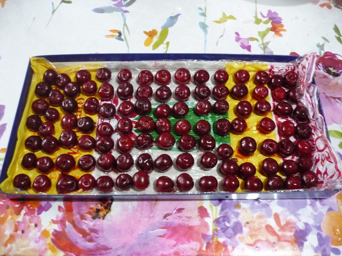 Аккуратно разложили ягоды