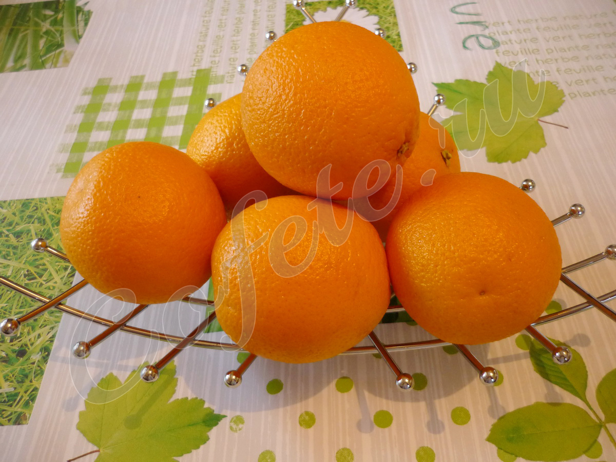 Апельсины в вазе
