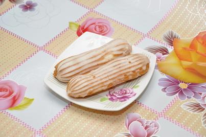 Белые заварные пирожные эклеры