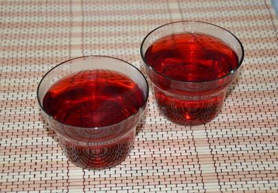 Два стакана чая Каркаде