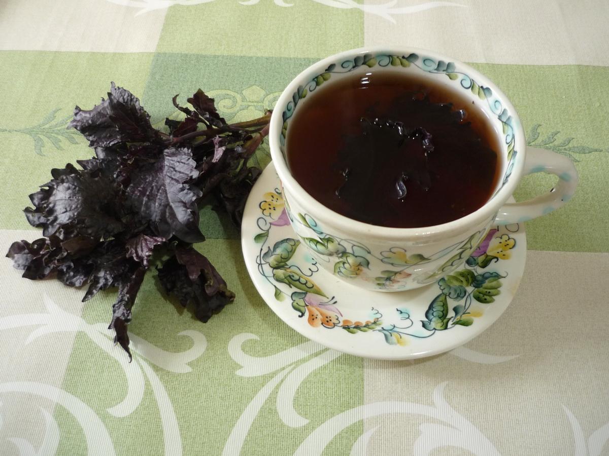 Черный чай с базиликом
