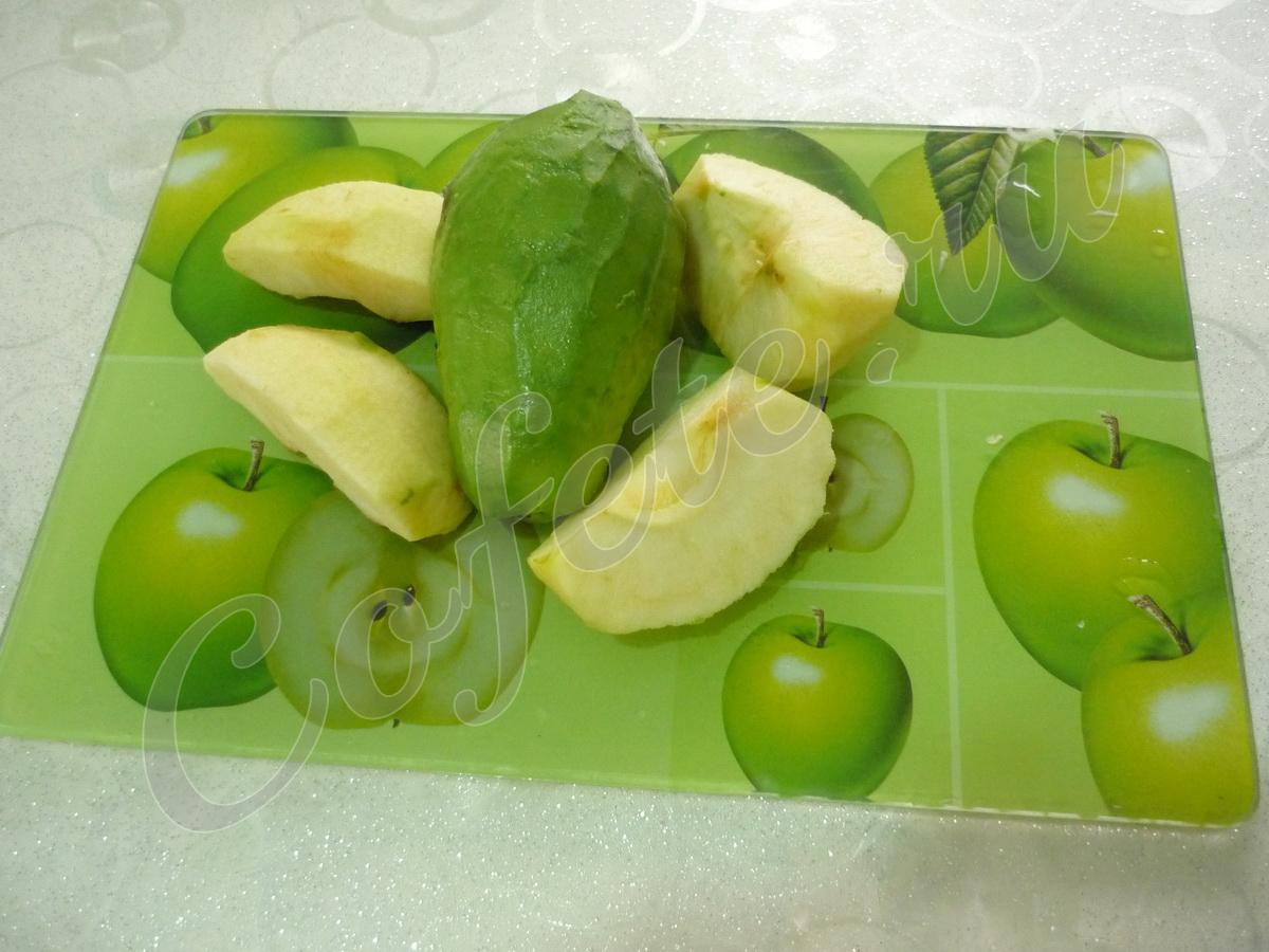 Чистим яблоко и авокадо