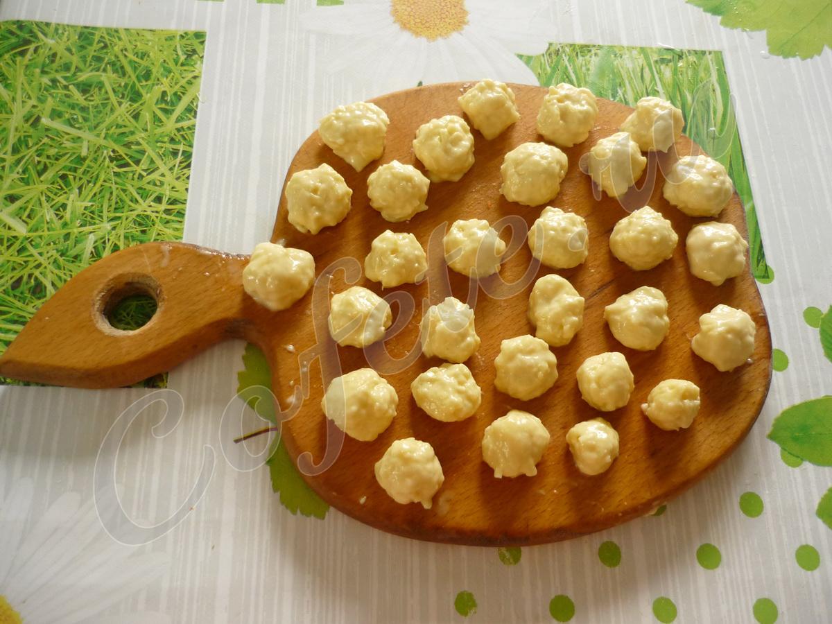 Формируем сырные шарики