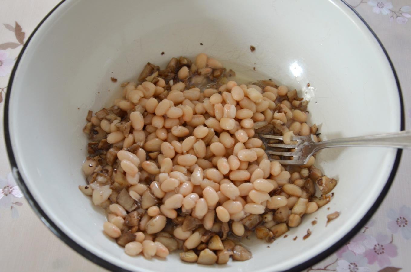 Добавляем к грибам фасоль