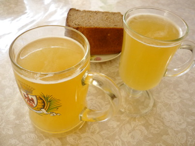 Два стакана холодного кваса