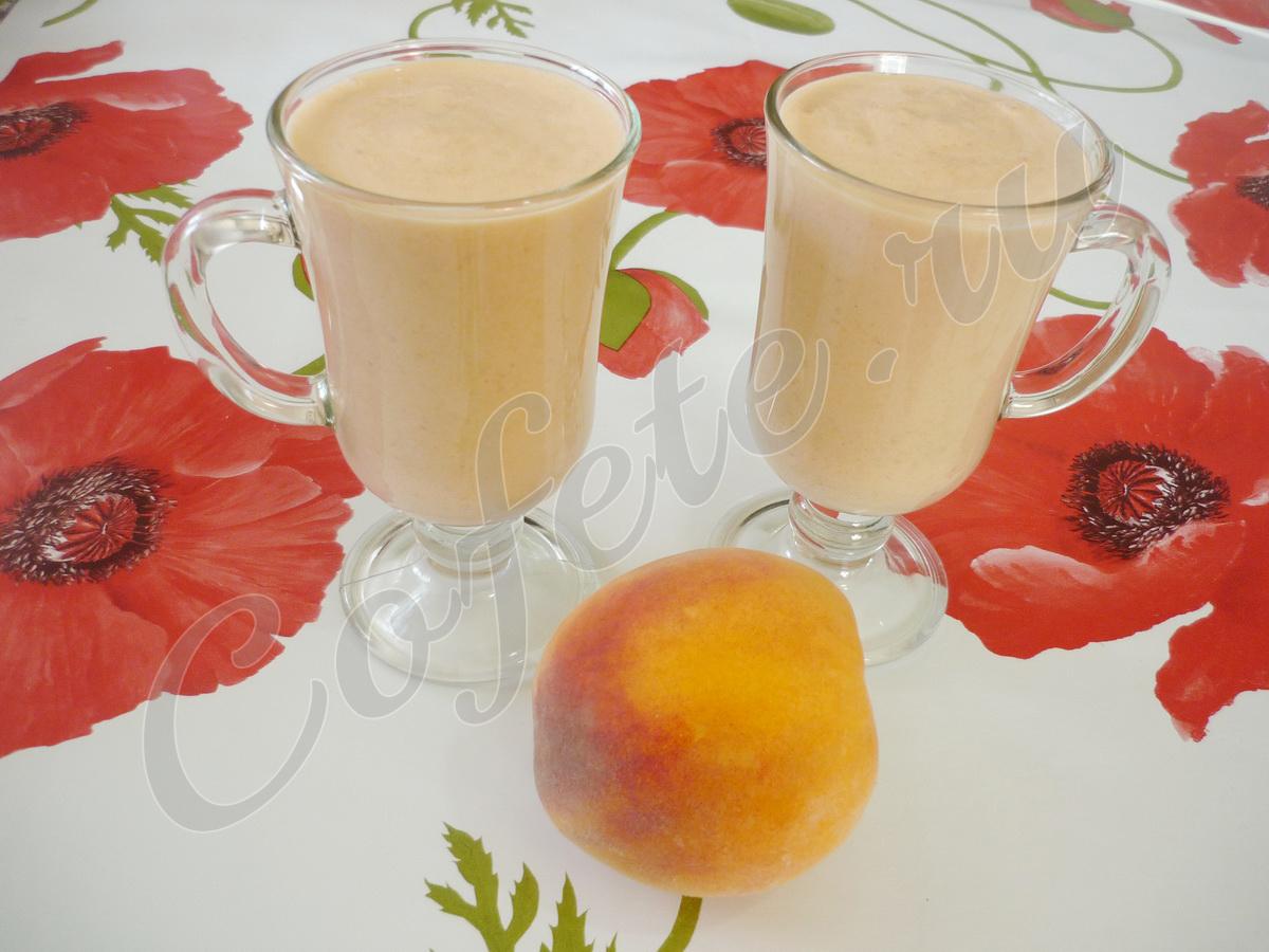 Два стакана персикового смузи