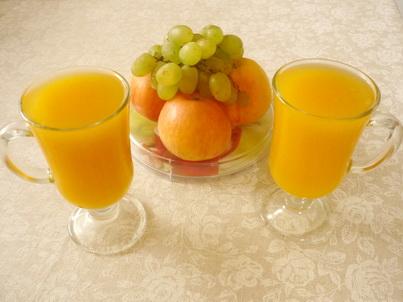 Два стакана тыквенного напитка