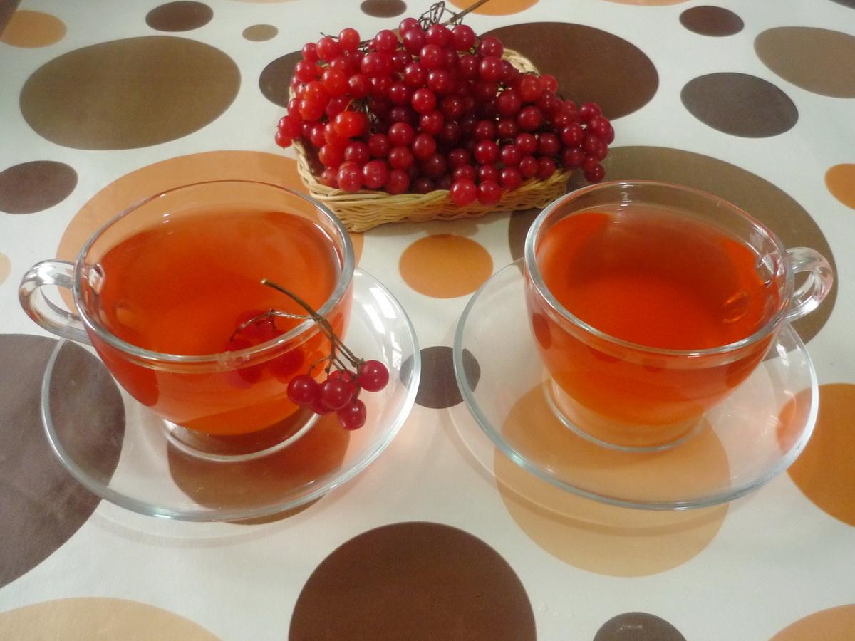 Две чашки чая с калиной