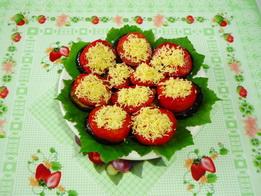 Готовые жареные баклажаны с помидорами