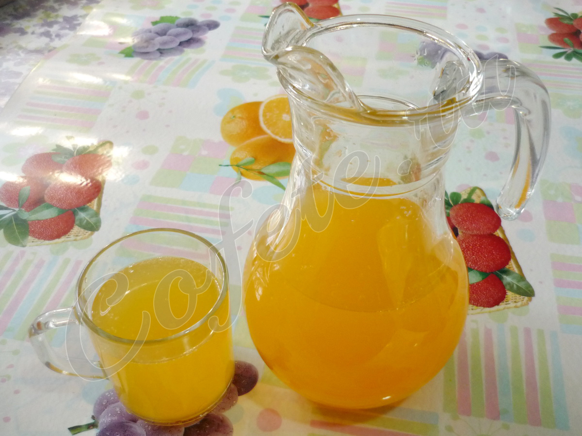 Графин мандаринового напитка