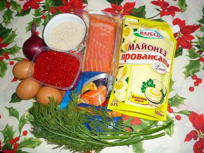 Ингредиенты салата с красной рыбой и икрой