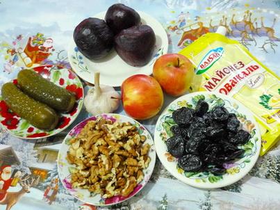 Ингредиенты свекольного салата с черносливом