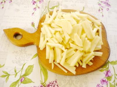 Нарезаем картофель соломкой