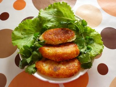 Картофельные зразы на тарелке
