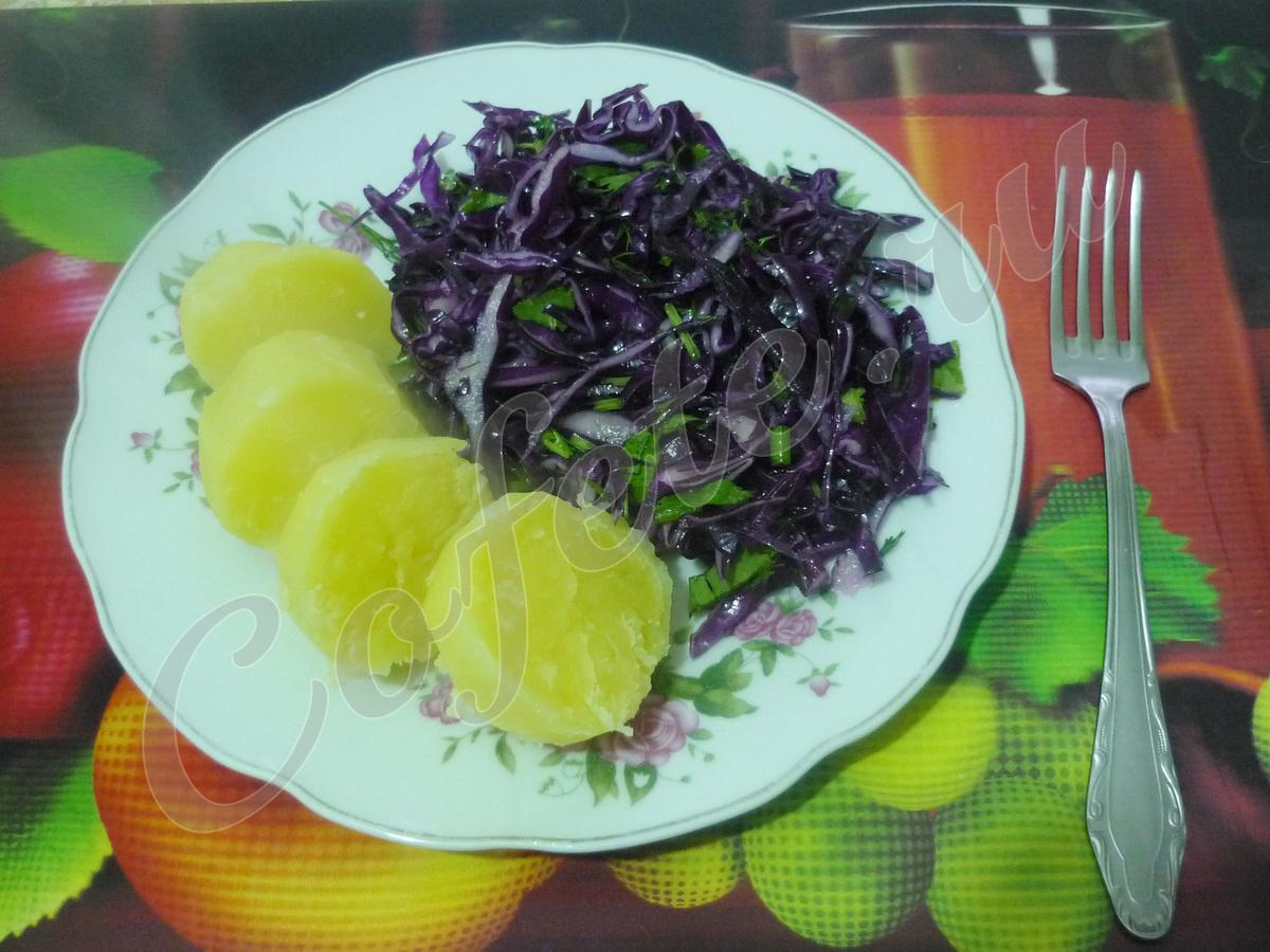 Вареная картошка с салатом