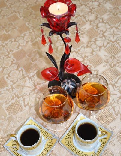 Кофе с коньяком при свечах