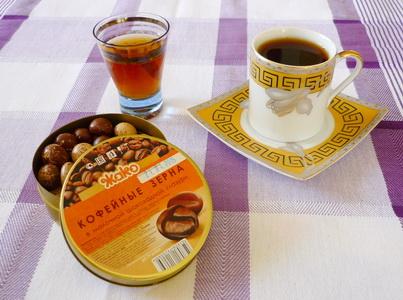 Кофе с коньяком и конфетами
