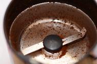 Кофемолка без зёрен кофе. Пустая
