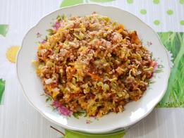 Готовый красный рис с овощами
