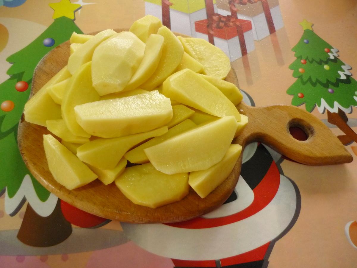Крупно режеи картофель