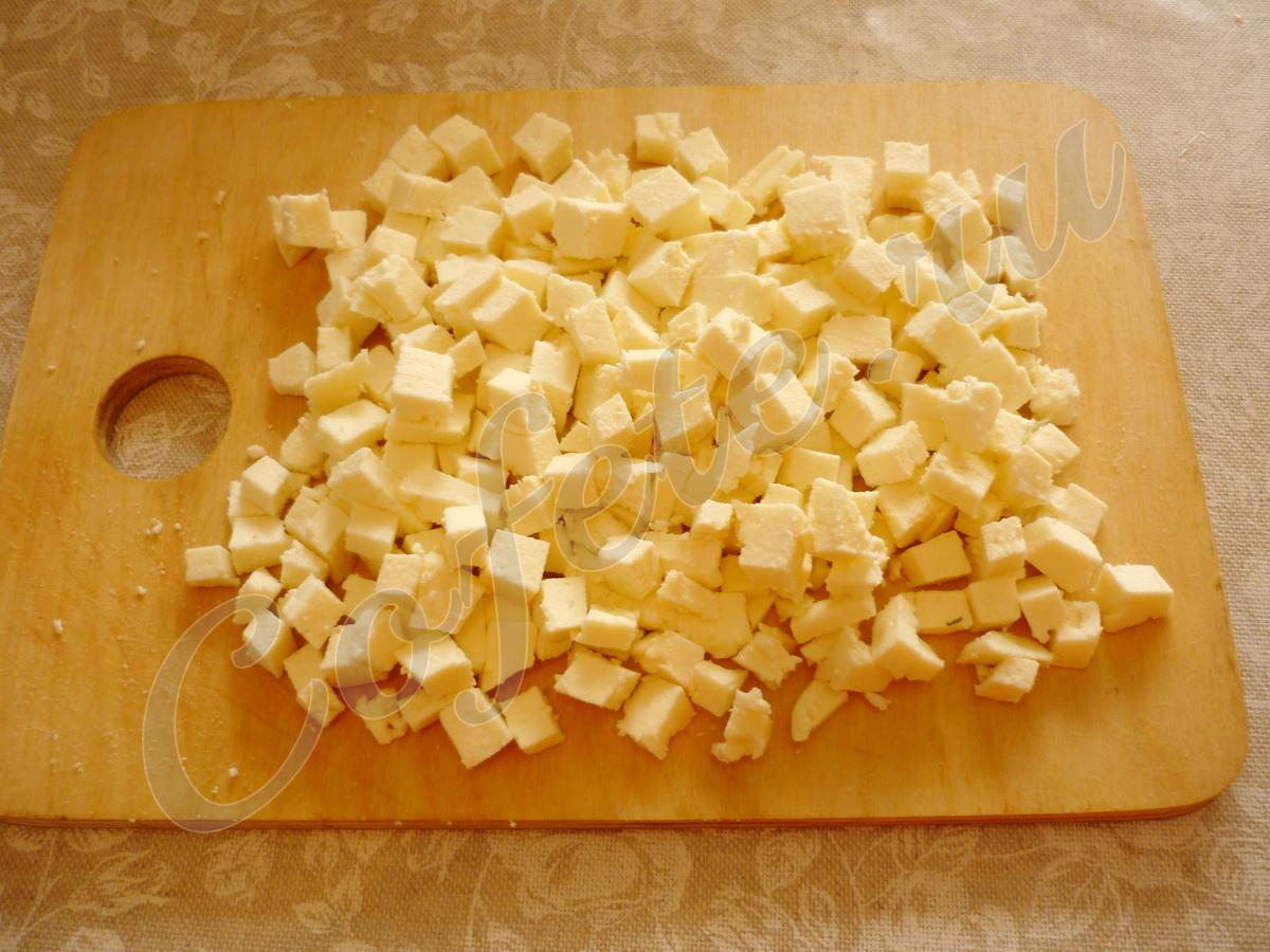 Кубики адыгейского сыра