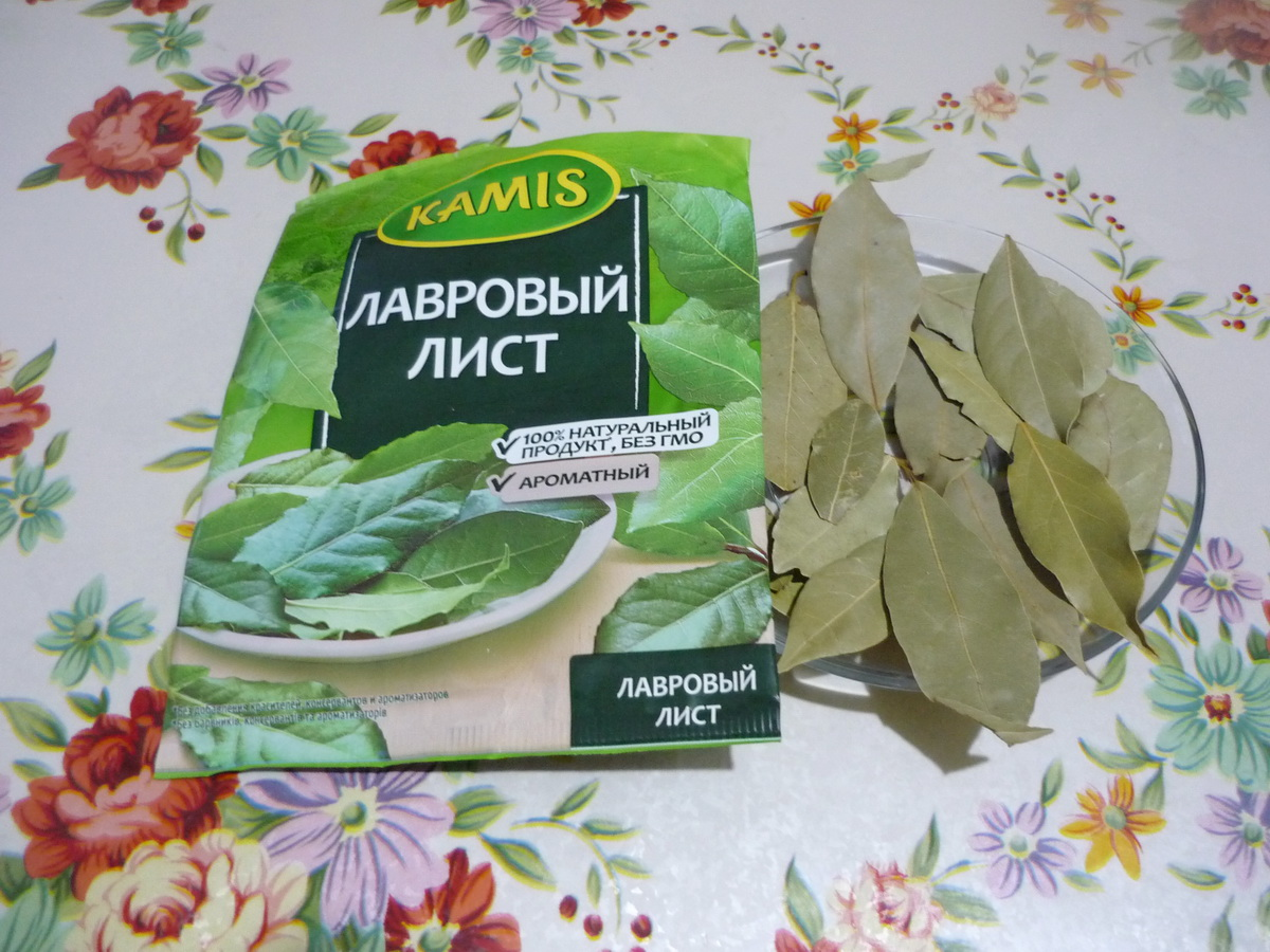 Лавровые листья в магазинной упаковке