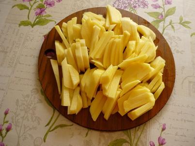 Нарезаем картошку для супа