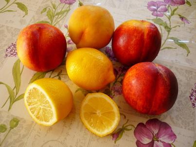 Нектарины и лимон