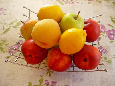 Нектарины и яблоки