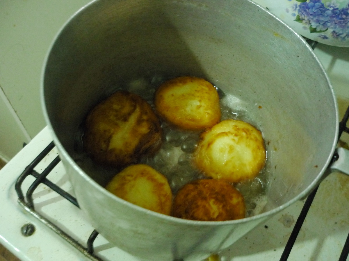 Обжариваем шарики в масле