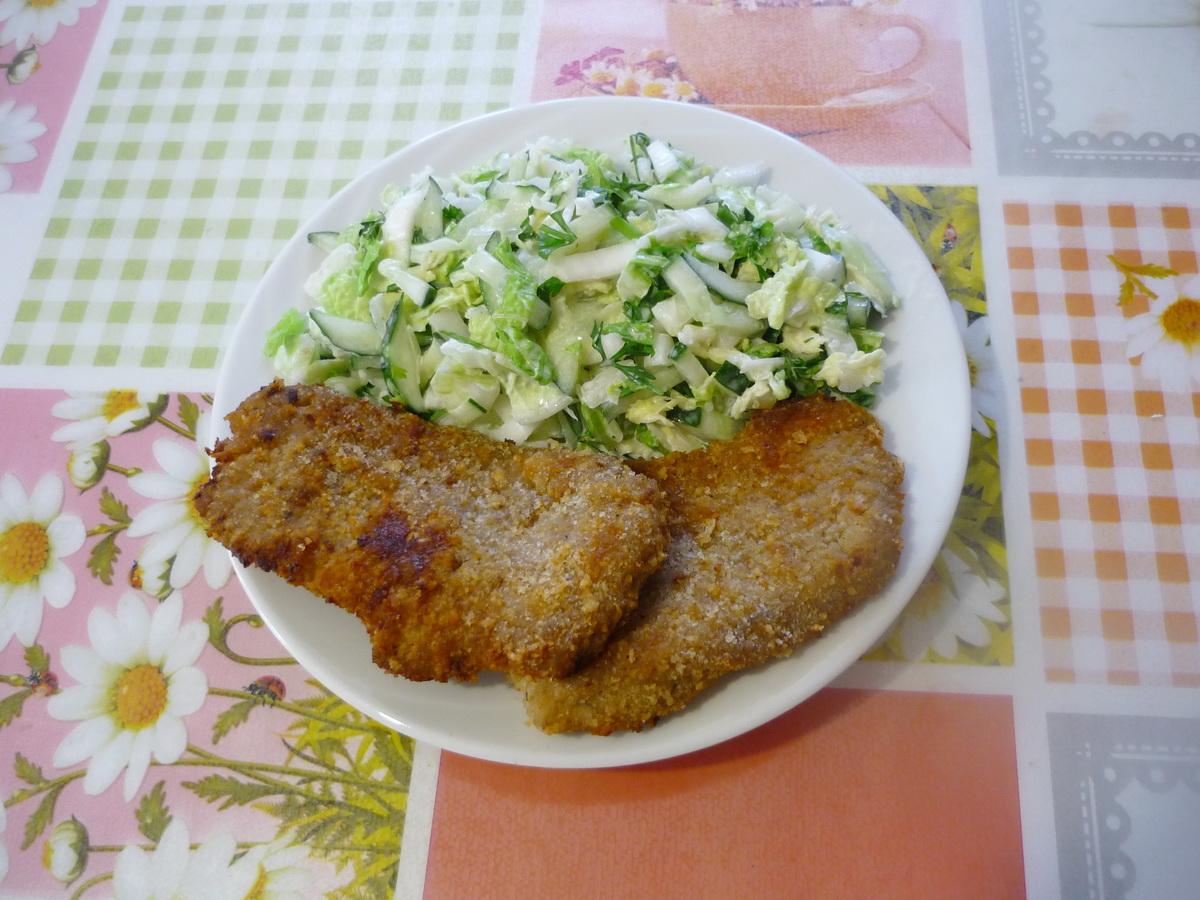 Отбивные из индейки с зеленым салатом