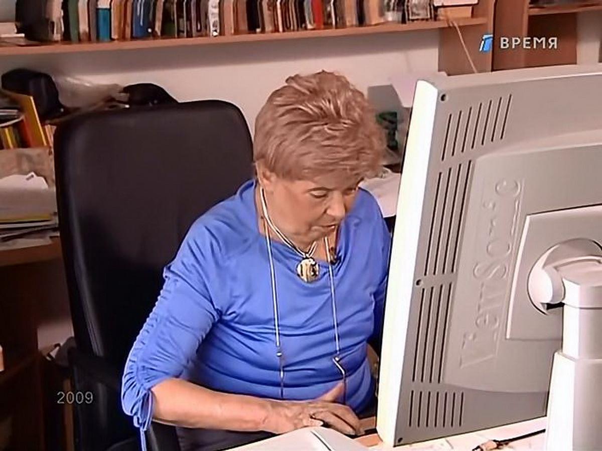 Пани Иоанна за компьютером