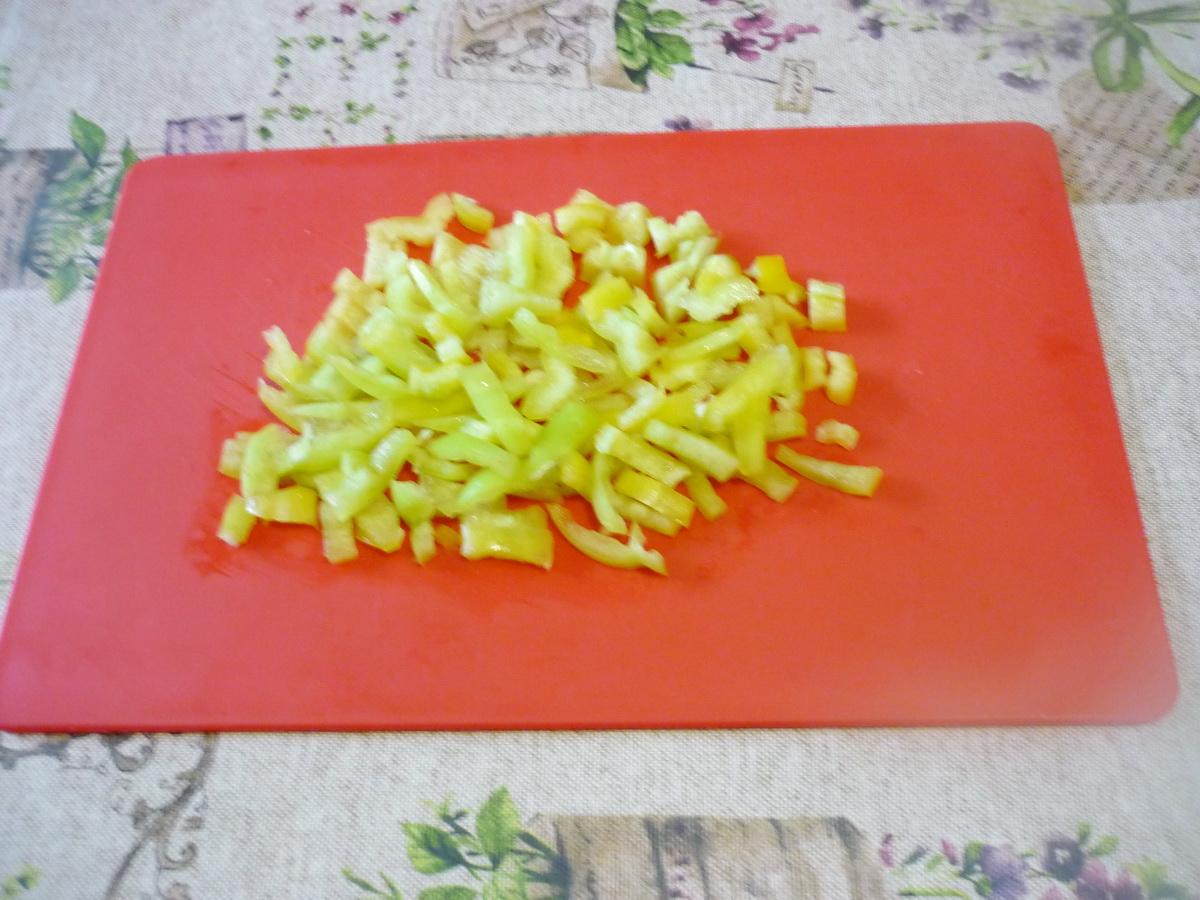 Нарезали перец соломкой