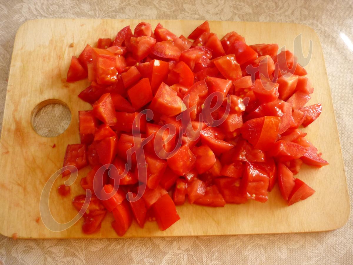 Порезанные кубиками помидоры
