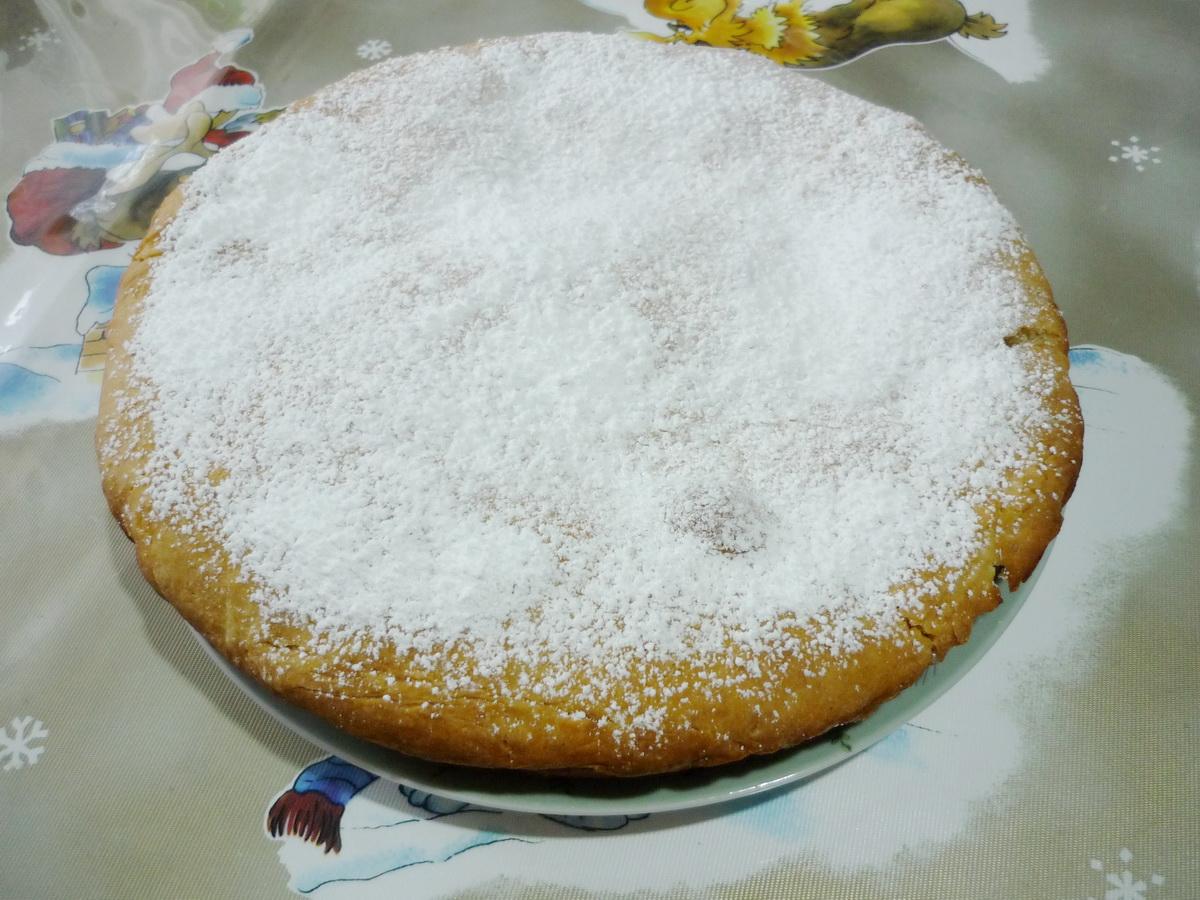 Присыпали шарлотку сахарной пудрой