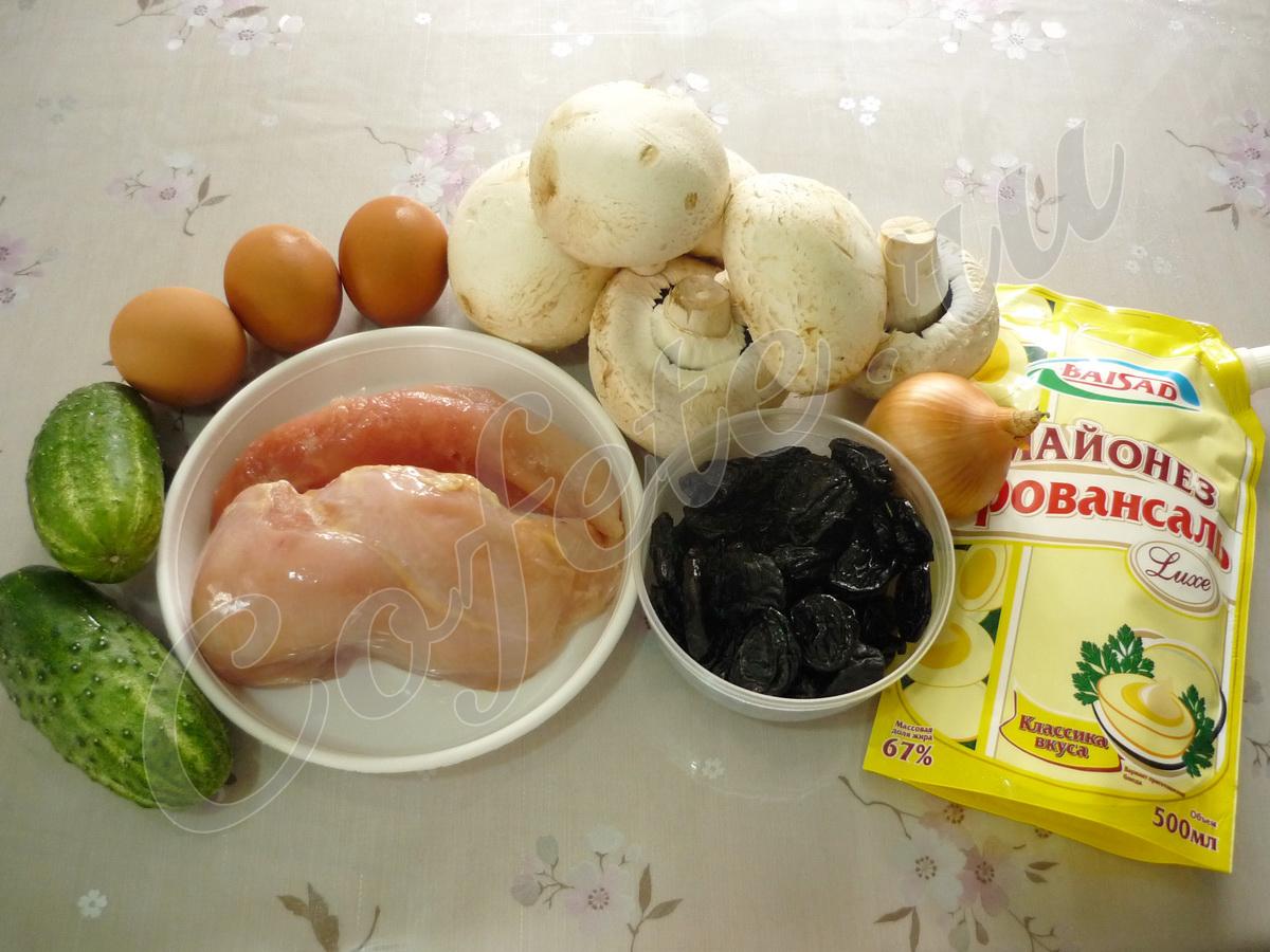 Состав салата с курицей и черносливом