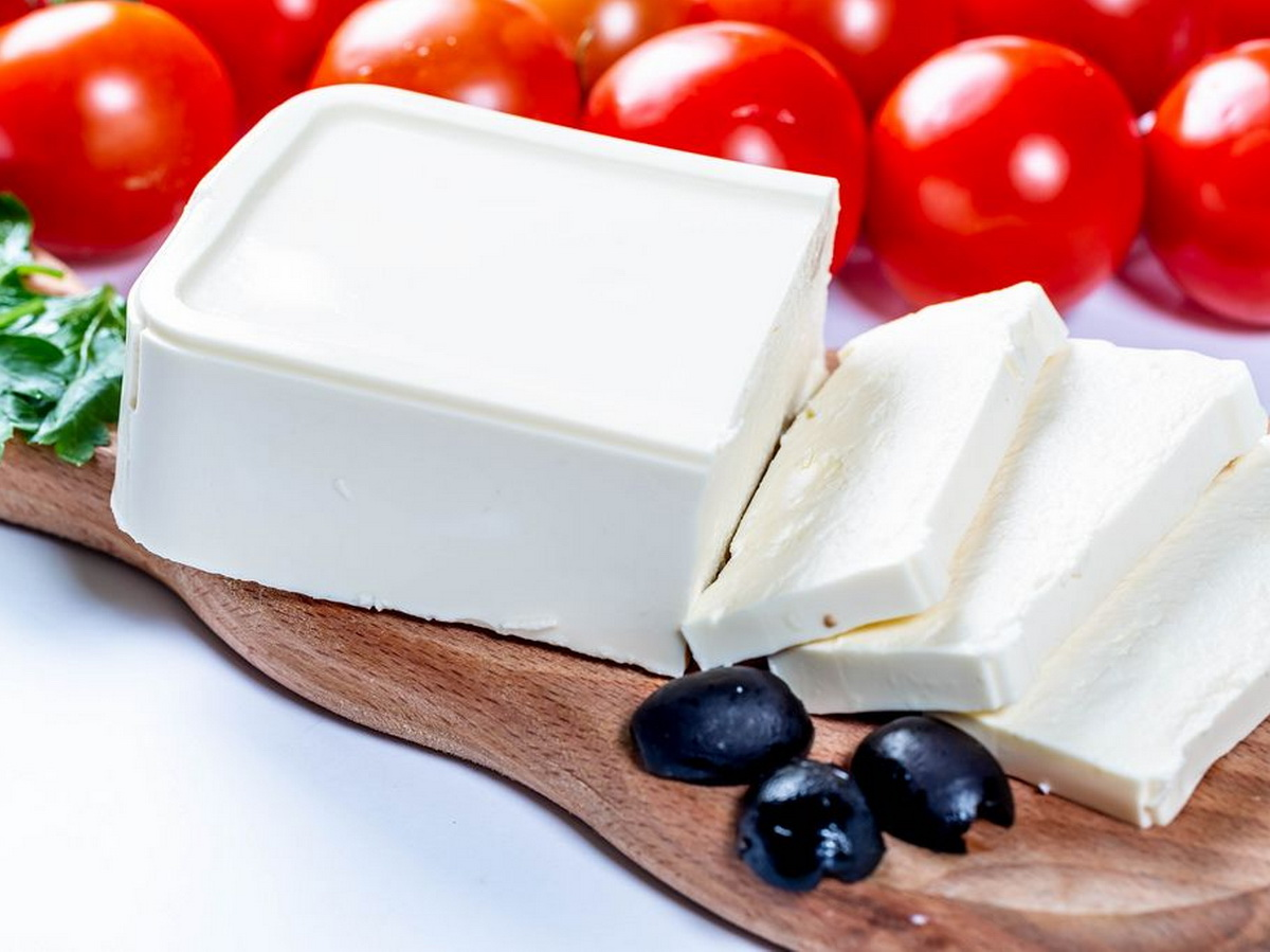 Сыр фета в разрезанном виде