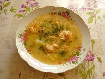 Тарелка супа из рыбной консервы