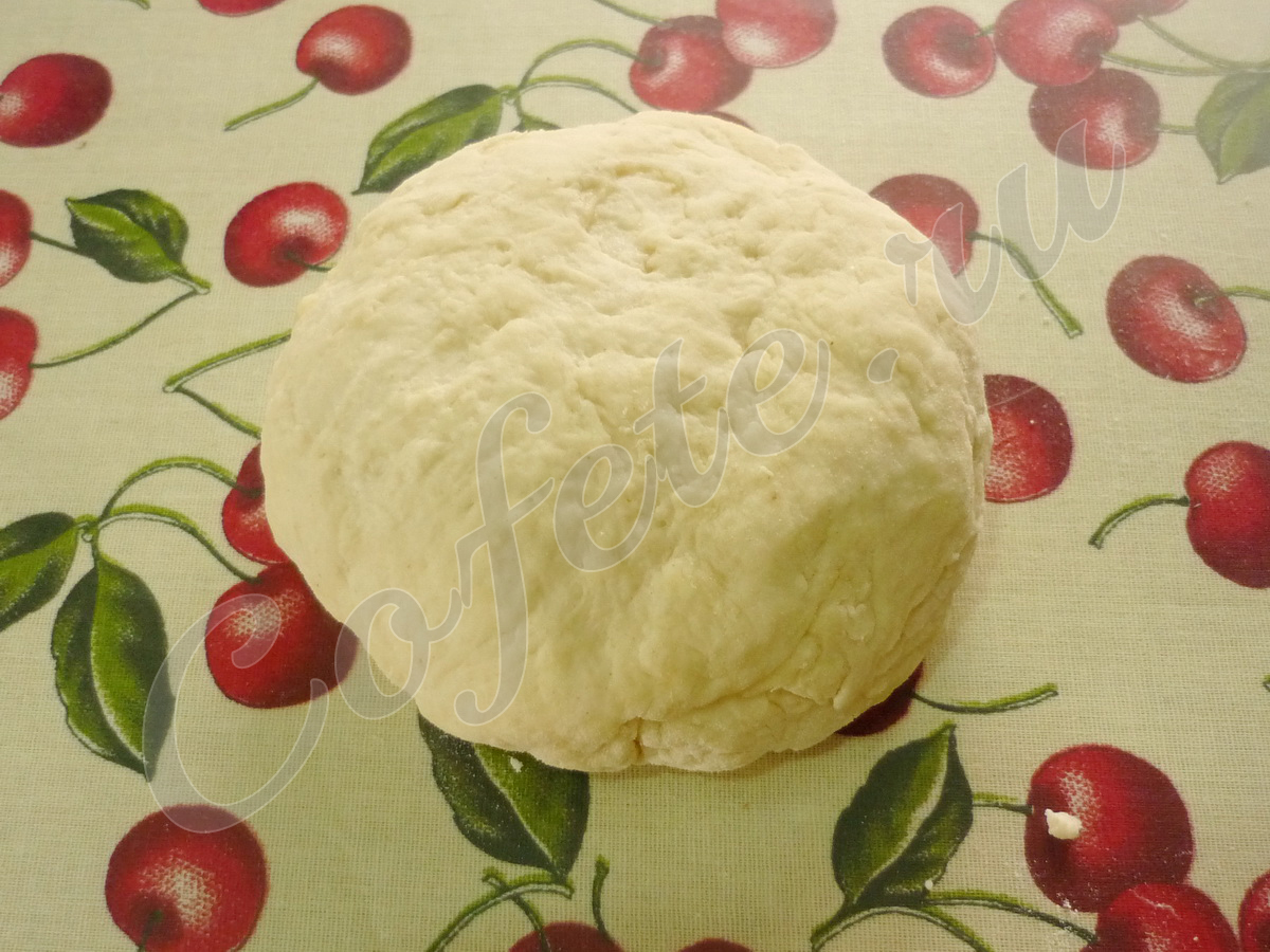 Замешиваем тесто для чебуреков