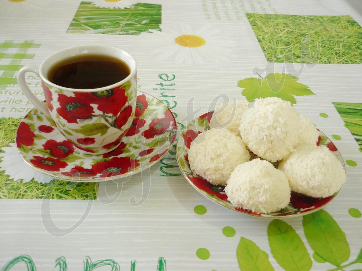 Творожное рафаэлло с чашкой чая