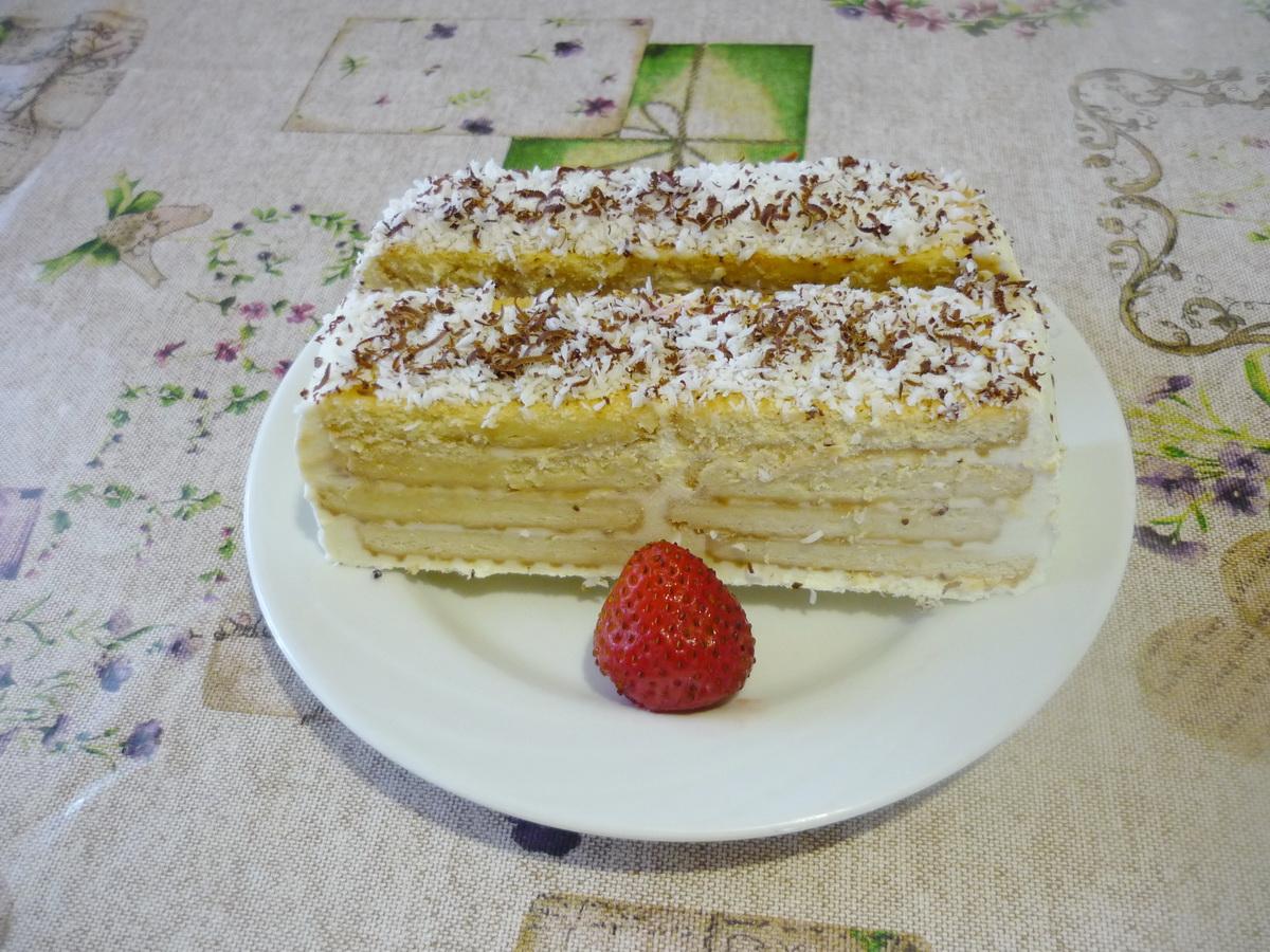 Творожный торт на тарелке