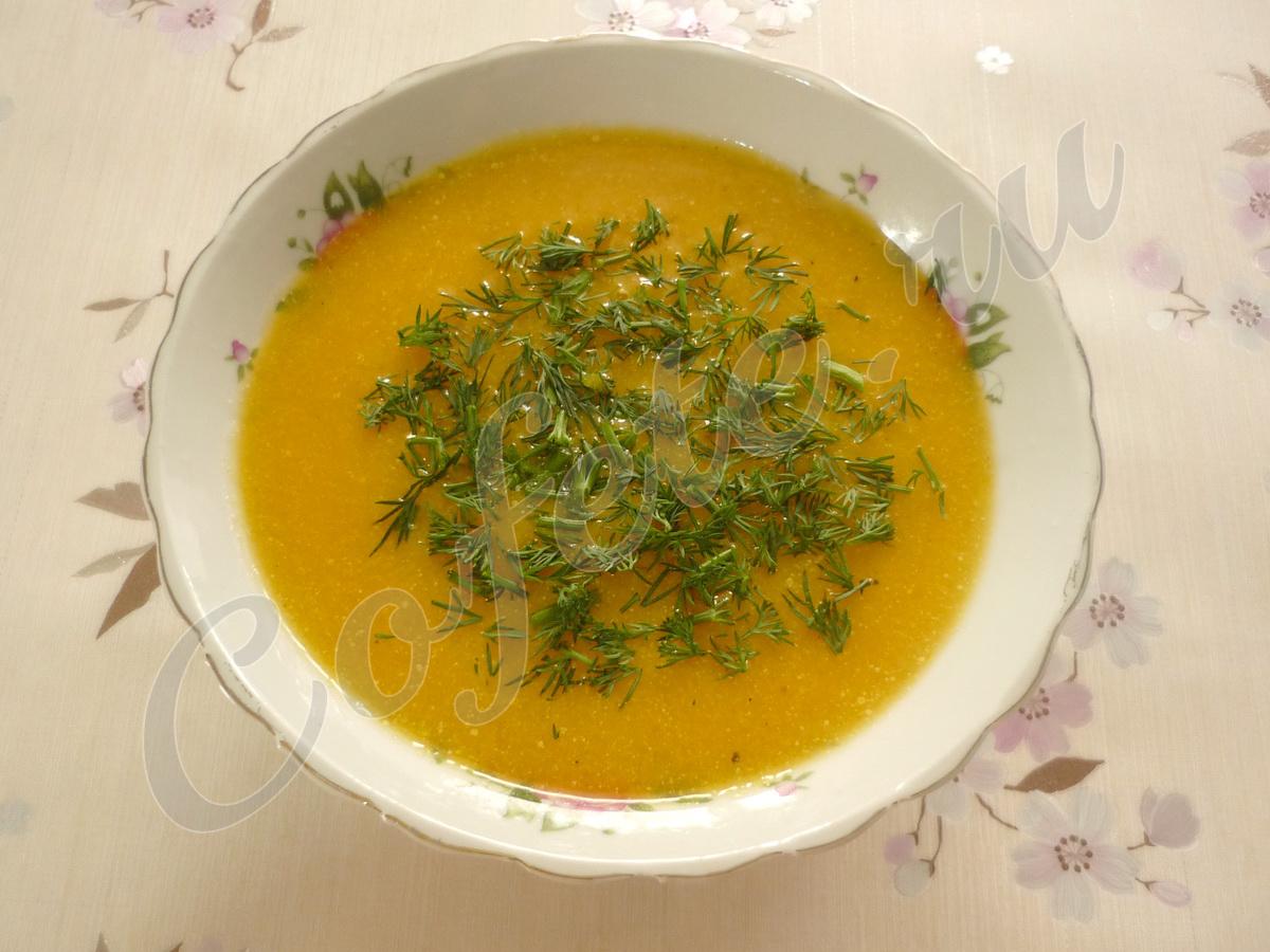 Украшаем тарелку тыквенного супа укропом