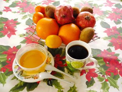 Ваза с фруктами, кофе и мёд