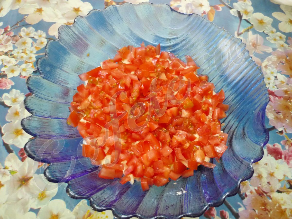Выкладываем слой помидоров