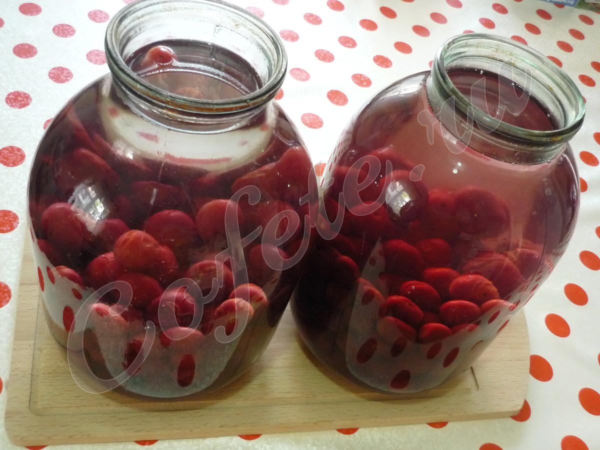 Заливаем плоды вишни кипятком