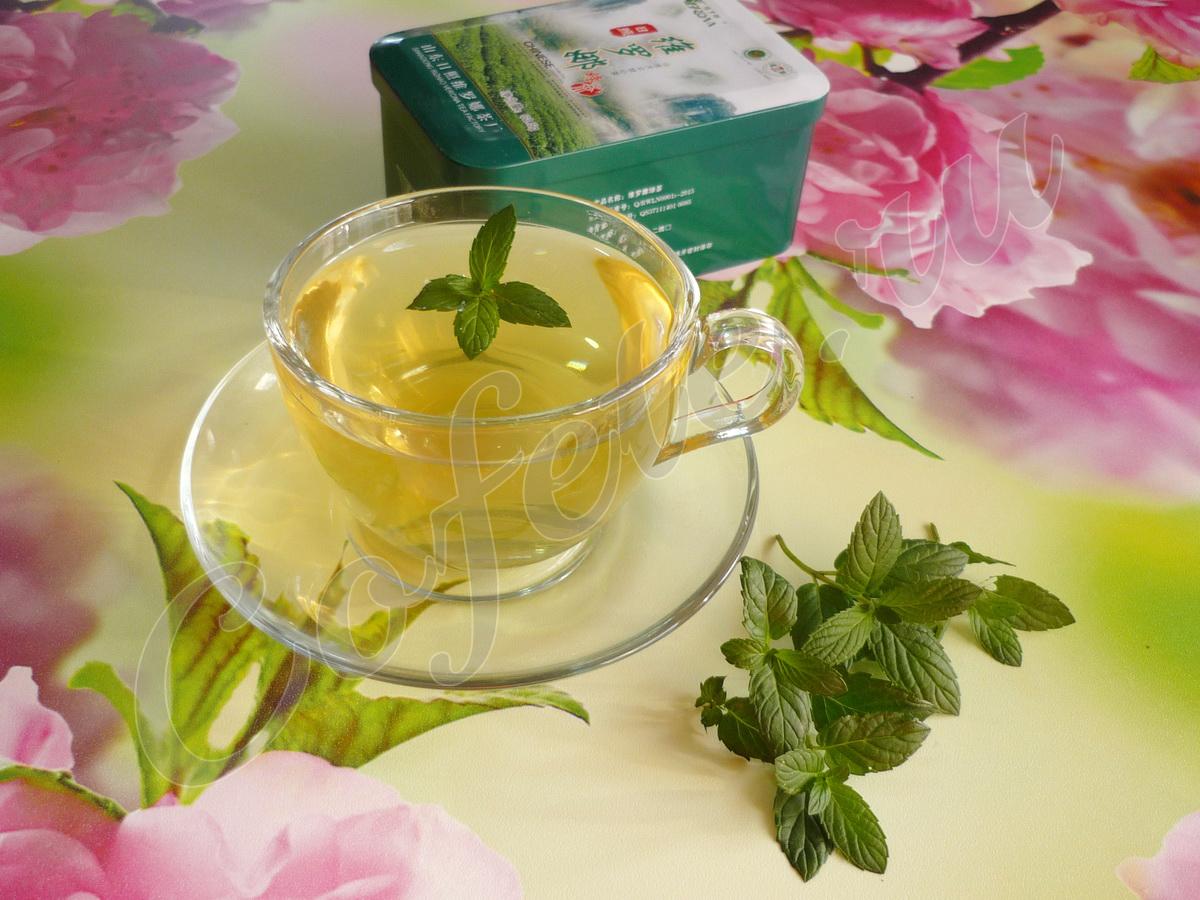 Зелёный чай в прозрачной чашке