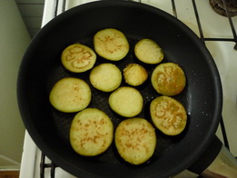 Жарим баклажаны на сковороде