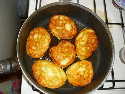 Жарим оладьи на сковороде